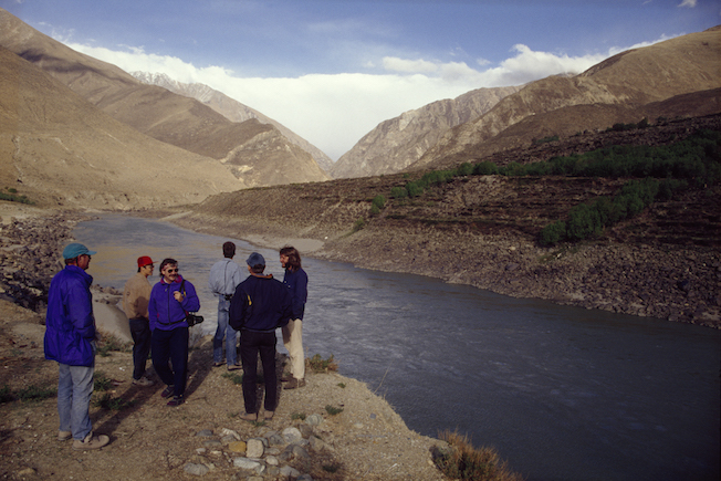 114b 1994 Scouting Yarlung Put In