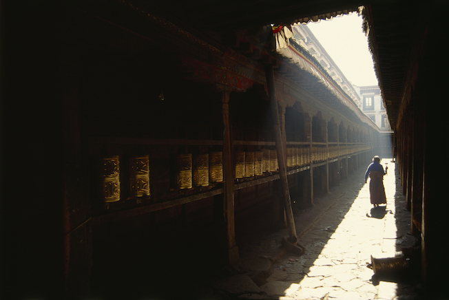 80 124a 1994 Prayer Wheels in Jokhang